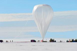 Super-TIGER balloon seen from a distance.