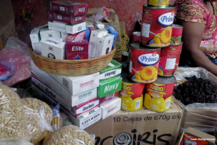 Cigarette packs with groceries in Guatemala