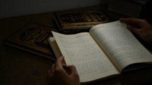 Unsplash_Arabic book